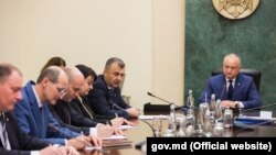 Președintele moldovean Igor Dodon în ședință cu guvernul zis tehnocrat