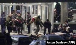 Fotografija snimljena 26. oktobra 2002. tokom moskovske talačke krize u pozorištu Dubrovka.