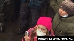 "Таня Лозова – ""девочка в розовом"" на митинге в Волоколамске"