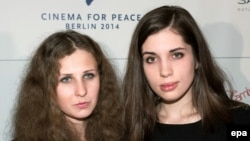 Former Pussy Riot members Nadezhda Tolokonnikova (right) and Maria Alyokhina (file photo)