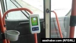 Новое устройство для оплаты проезда в автобусах, Ашхабад, 3 октября 2017.