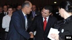Премиерот и лидер на ВМРО-ДПМНЕ Никола Груевски му даде поддршка во кампањата на кандидат за премиер Јанез Јанша од Словенечката демократска партија.