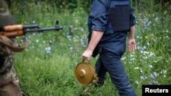 Сапер с миной возле Славянска