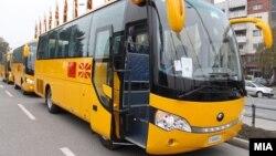 Новите училишни автобуси, донација од Кина.