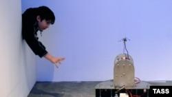 """В инсталляции """"Робортариум"""" представлены машины, символизирующие мужское и женское начало"""