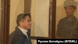Главный редактор газеты Central Asia Monitor и издатель сайта Radiotochka.kz Бигельды Габдуллин в суде в день оглашения ему приговора. Астана, 24 января 2017 года.