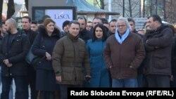 Скопје-Лидерот на ВМРО ДПМНЕ Никола Груевски предводи група која оди на протест пред Основниот суд Скопје 1