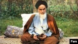 آیت الله روح الله خمینی، بنیانگذار جمهوری اسلامی ایران