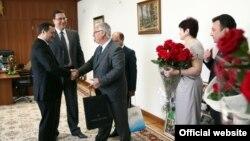 Vlad Filat, felicitat de ziua sa de liderii Partidului Democrat Marian Lupu, Dumitru Diacov şi miniştrii PD, 7 mai.