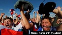 Шодии мухлисон ба пирӯзии мунтахаби Русия бар Испания