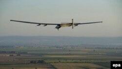 Aeroplani Solar Impulse 2 gjatë fluturimit të tij rreth botës