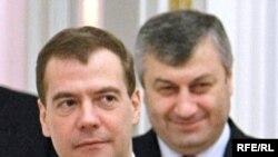 Кокойты хочет привлечь внимание Кремля?