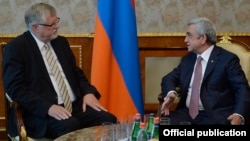Armenia - President Serzh Sarkisian (R) meets with Herbert Salber, the European Union's special representative to the South Caucasus, in Yerevan, 10May2016.