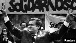 Лех Валенса під час президентської кампанії у 1989 році