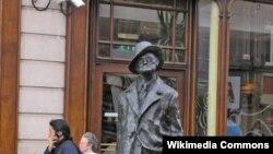 Ceyms Coysun Dublindəki heykəli
