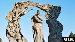 Hüseyn Cavidin Bakıda heykəli