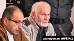 Վահան Շիրխանյանը (ա) և նրա փաստաբան Հայկ Ալումյանը դատարանի դահլիճում, արխիվ