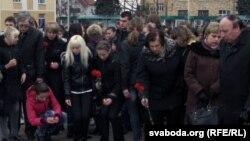 Траурный митинг в память о жертвах теракта в минском метро