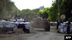 Ուկրաինացի զինվորները երկրի արևելյան Սլովյանսկ քաղաքի մոտ տեղակայված անցակետում, 13-ը մայիսի, 2014թ․