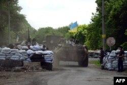 Українські солдати на блокпосту у Слов'янську, 13 травня 2014 року