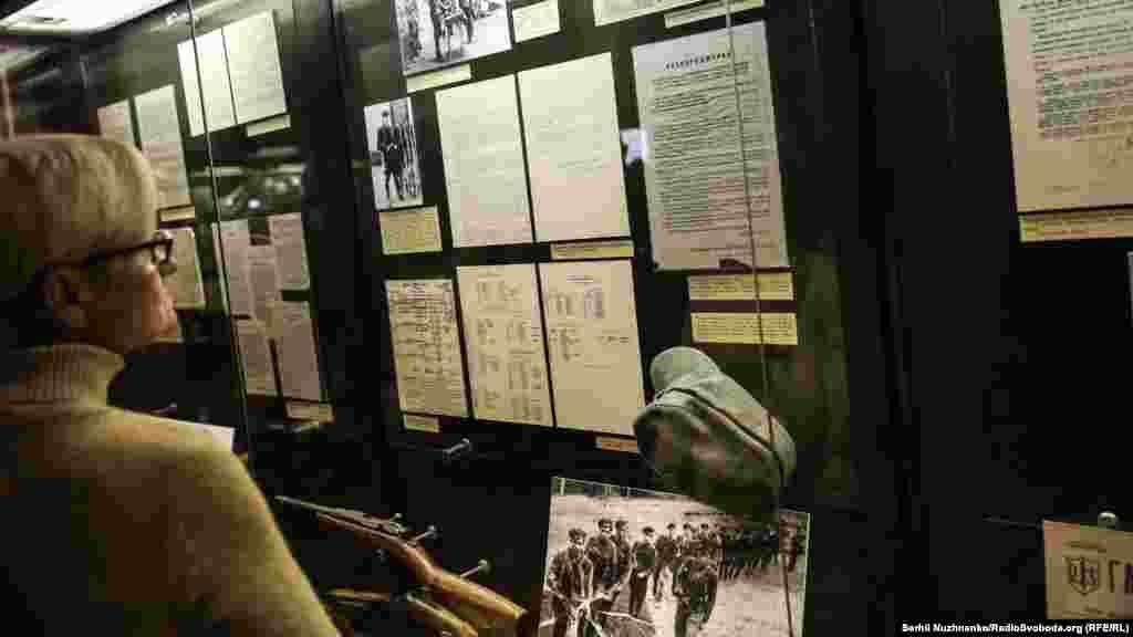 В експозиції розміщено 25 комплексів вояків УПА – представників різних національностей, різних регіонів України