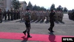 Архивска фотографија: Свеченост по повод испраќањето на нов контингент македонски војници во Авганистан на 26 март 2010 година.