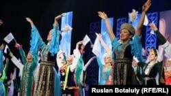 На церемонии открытия года Ассамблеи народа Казахстана (АНК). Астана, 6 апреля 2015 года.
