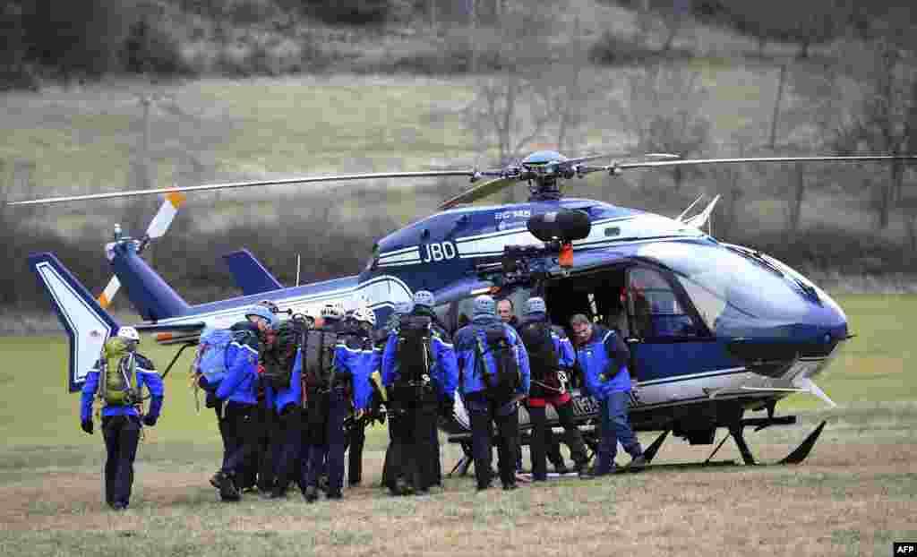 Ekipet e shpëtimit duke u bërë gati të nisin operacionin...