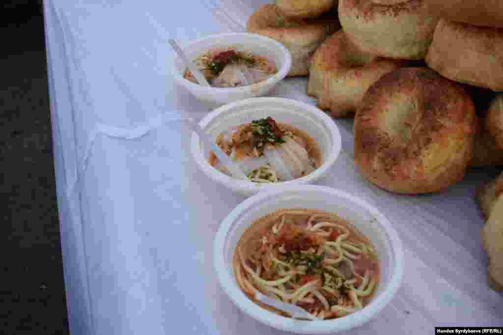Ашлям-фу - своеобрызный символ Каракола. Чтобы попробовать это холодное блюдо люди специально приезжают из близлежащих курортных сел.
