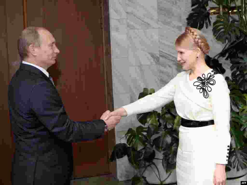 Премьер-министры России и Украины встречаются в Москве