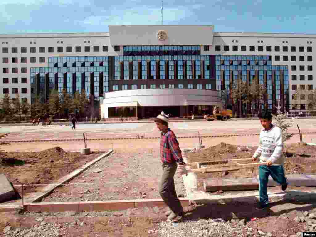 "Workers outside the town's new presidential palace in 1998. In the summer of that year, Nazarbaev decreed the former Tselinograd be renamed Astana, which means ""capital"" in the Kazakh language."