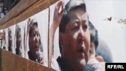 Плакаты в поддержку Мелиса Мырзакматова, кандидата в мэры Оша.