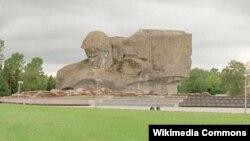 """Мемориальный комплекс """"Мужество"""" в Бресте (Белоруссия), созданный по проекту скульптора Александра Кибальникова"""