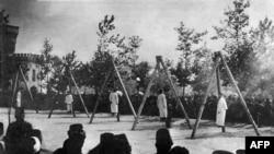 Slika iz jermenskog Muzeja i instituta za genocid navodno pokazuje vješanje Jermena u Carigradu juna 1915.