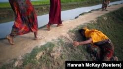 Бангладеш -- Мьянмера едда йолу ницкъ дIабаьлла рохIинджа къомах йолу зуда ю гIо доьхуш. Архивера сурт.