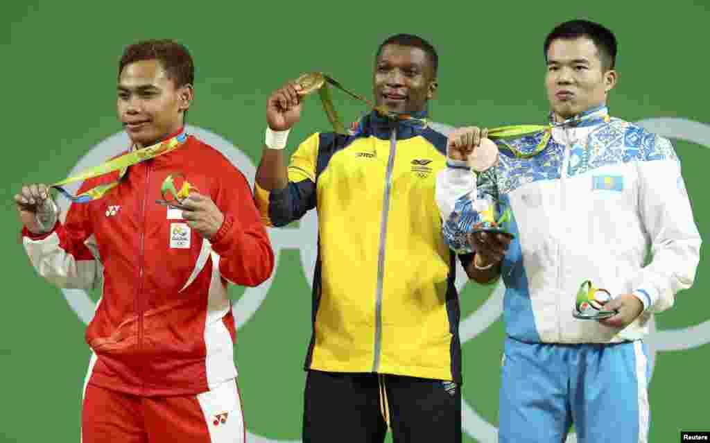 2010 жылы Қазақстанға Қытайдан келген ауыр атлет Фархад Харки ерлер арасында 62 килограмм салмақ дәрежесінде үздік үштікке еніп, қола жүлде тағынды. Олимпиада чемпионы колумбиялық Оскар Фигуэро одан 13 килограмм артық көтерді.