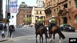 Pamje nga patrullimi i policisë me kuaj në Australi