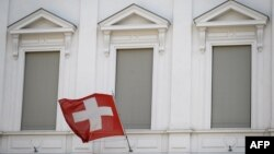 سوئیس به عنوان یک کشور بیطرف حدود چهل سال حافظ منافع آمریکا در ایران بوده است.