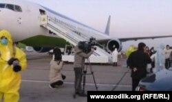 Хитойдан 250 ўзбекистонлик махсус учоқда Тошкентга олиб келинди.