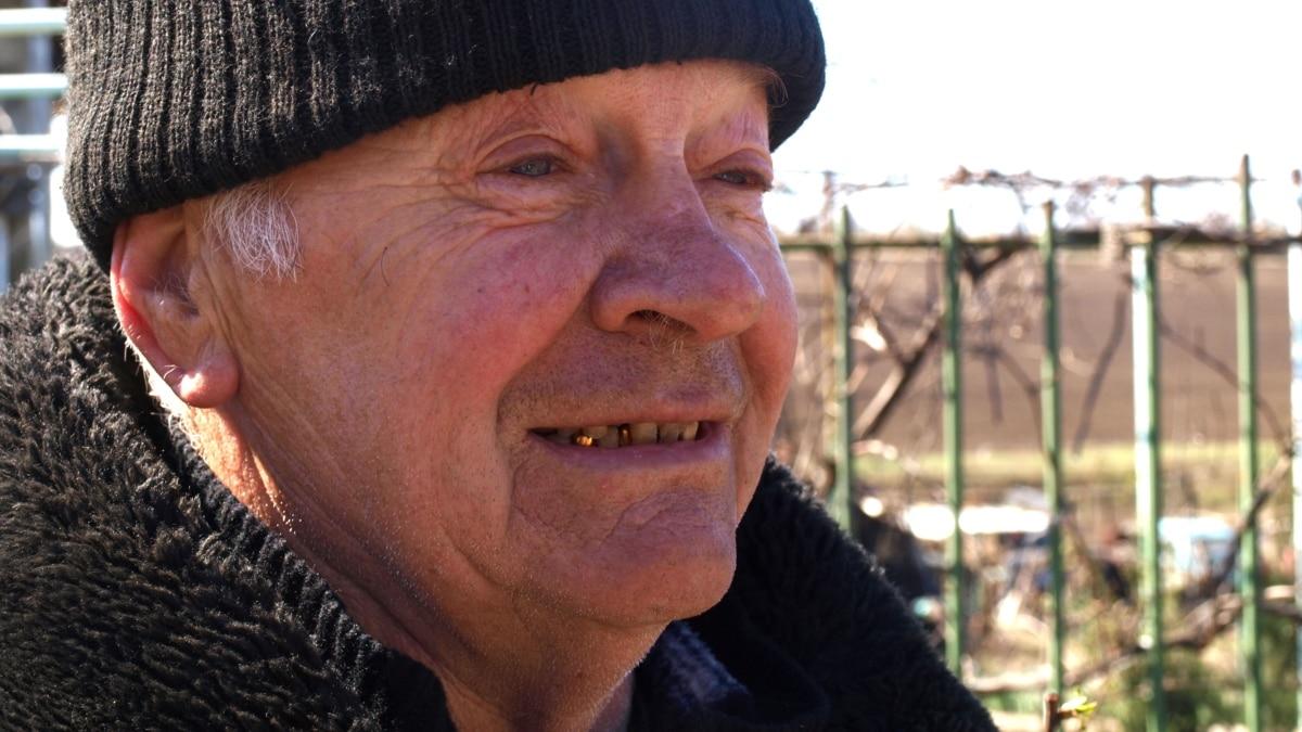 «Потому что украинец»: 70-летний волонтер из донбасского села оказывает военным авто