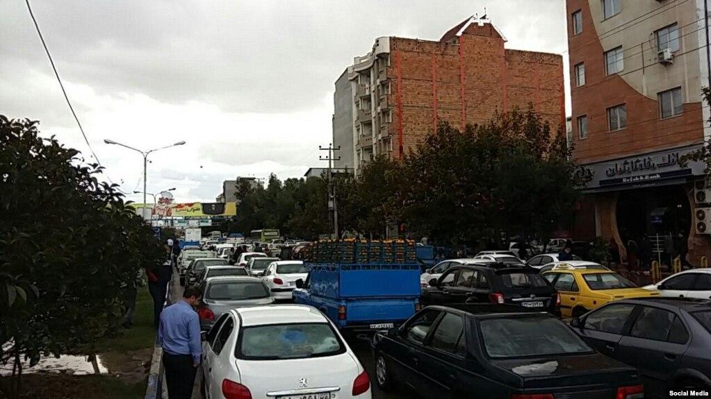 راهبندان خیابانی در ساری در اعتراض به افزایش قیمت بنزین