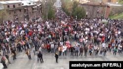 Կենսաթոշակային բարեփոխումների դեմ բողոքի ցույց Երևանում, ապրիլ, 2014թ․
