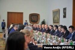 Зустріч турецької делегації зі сербськими посадовцями, на чолі з Александаром Вучичем. Шостий праворуч – Реджеп Тайїп Ердоган. 7 жовтня 2019 року