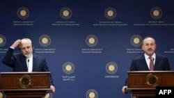 نشست خبری مولود چاووش اوغلو (راست) و محمدجواد ظریف، وزیران امور خارجه ترکیه و ایران