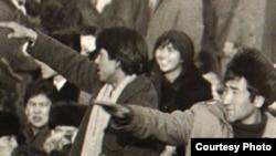 Демонстрация казахской молодежи на площади Брежнева, ныне площадь Республики. Алматы, декабрь 1986 года. (Фотокопия из центрального государственного архива Алматы.)