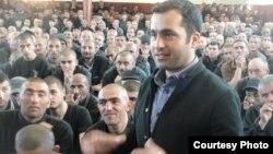 14 saylı həbsxana, məhkum Bəxtiyar Hacıyev. (Fotolar Aydın Xanın Facebook profilindən götürülüb)