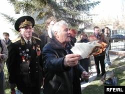 Семен Клюєв рве текст Конституції України, 2007 рік, Сімферополь, АРК