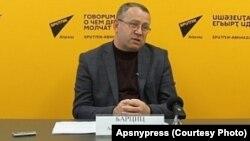 На вопросы журналистов ответил начальник экспертного управления администрации президента Республики Абхазия Аслан Барциц