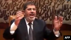 Миср собиқ президенти Муҳаммад Мурсийнинг ҳозир қаерда сақланаётгани маълум эмас.