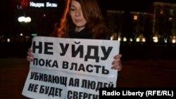 Украинка вышла на протест против властей. 18 февраля 2014 года.